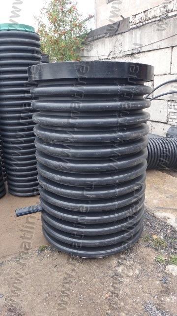 малый водопроводный колодец для установки узла учетом перед частным домом