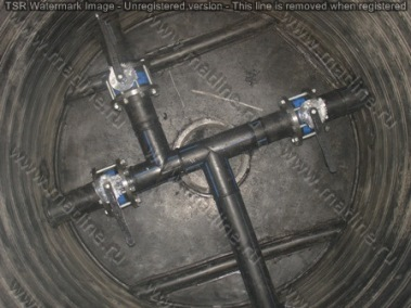 водопроводный колодец с предустановленными затворами на трех потребителей